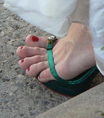 quand-les-orteils-sont-trop-longs-et-depassent-le-bout-de-la-chaussure_e513a6a53d174bba32229f11af36e6dafd8ec088